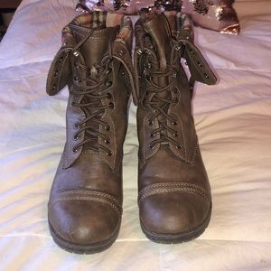 Fold over combat boots